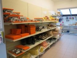 Gelukkig kan je wanneer je je bouwproducten bij Eelen aankoopt, ook de nodige werkkledij aanschaffen.